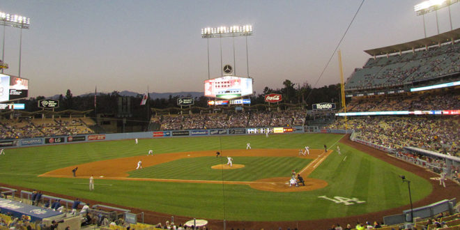 Dodger_stadium_panoramic-660x330